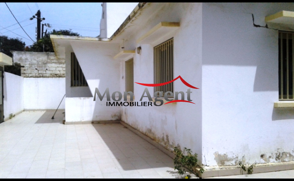 Location d 39 une villa au point e dakar agence immobili re for Acheter une maison au senegal dakar