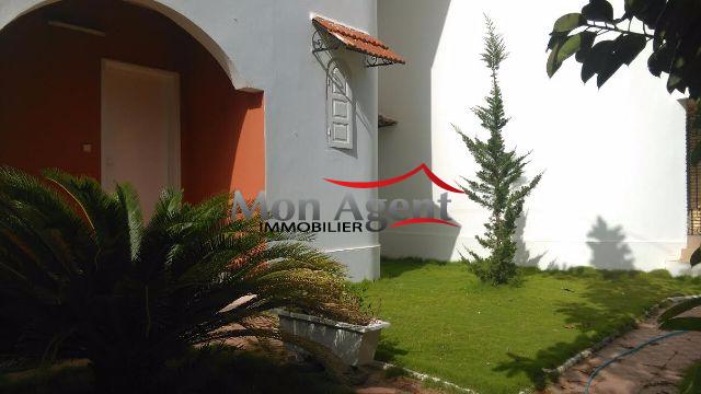 Location d 39 une villa avec jardin au virage dakar for Acheter une maison au senegal dakar