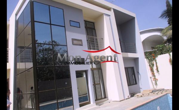 Villa piscine à louer à Fann résidence à Dakar