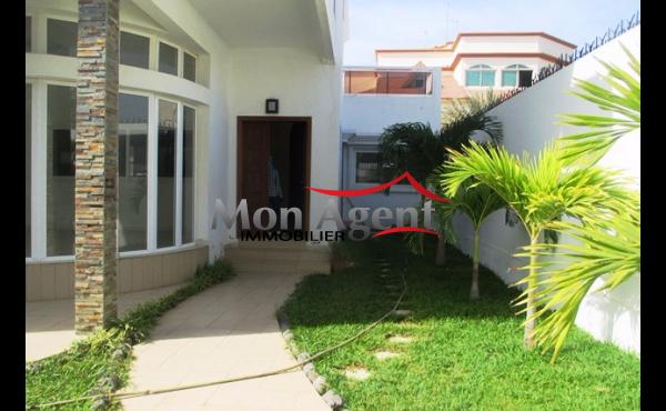 Villa en location aux Almadies à Dakar