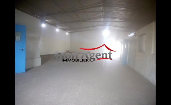 Hangar+terre plein à louer Dakar Hann Bel Air