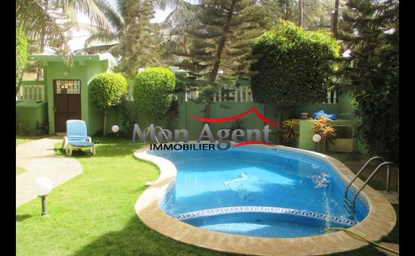 Maison piscine à vendre aux Almadies Dakar