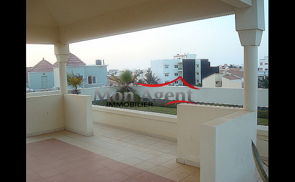 Appartement piscine louer dakar almadies agence for Agence immobiliere dakar