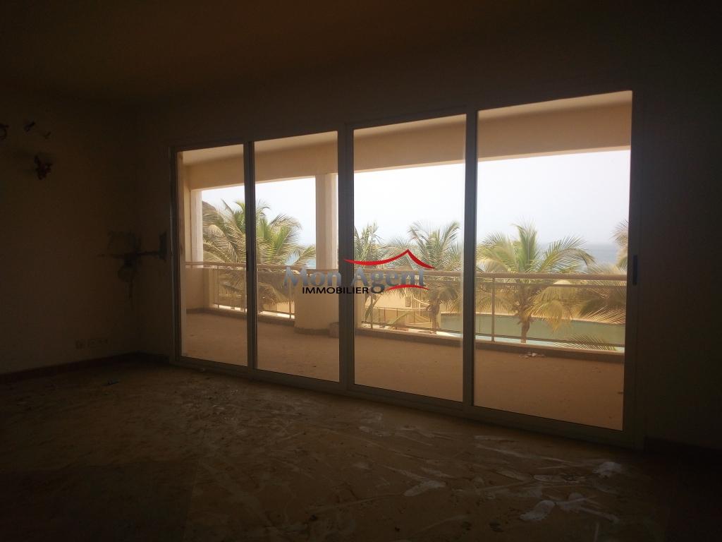 Appartement vue sur mer louer agence immobili re au for Louer appartement agence immobiliere