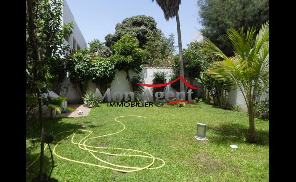 Villa jardin a louer au Point E Dakar