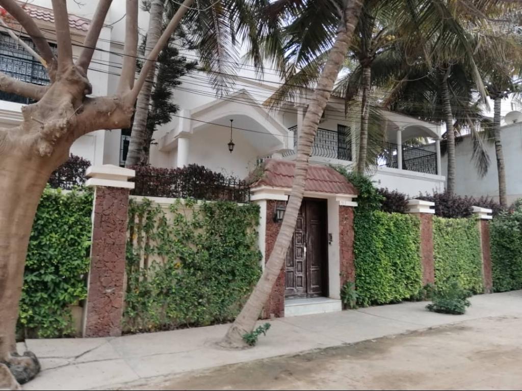 Belle villa avec jardin Almadies Dakar - Mon Agent ...