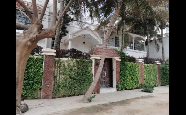 Belle villa avec jardin Almadies Dakar