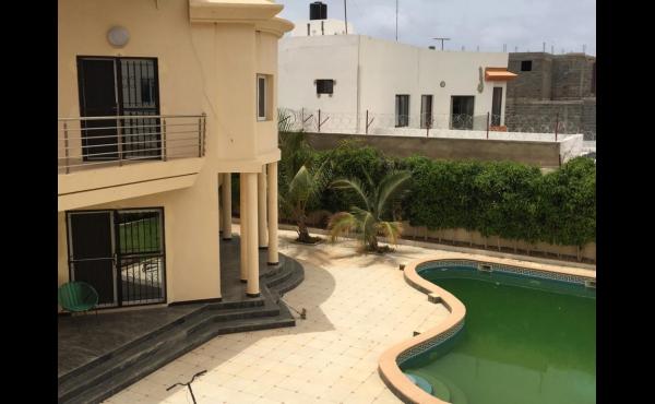 Luxueuse Villa piscine a louer au mamelles Dakar