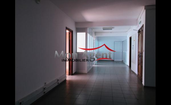 Plateau de bureau 397m² à louer Point E Dakar