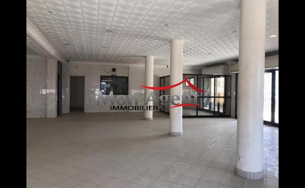 Showroom à louer VDN Ouest foire Dakar