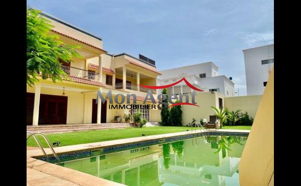 Standing villa piscine à louer Almadies