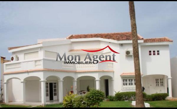 La villa Blanche avec piscine a vendre Almadies Dakar